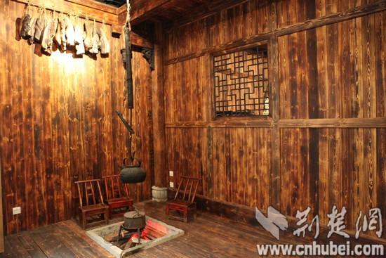 中南民俗香烟民族学博物馆:三滴水床再现大学情趣民族图片