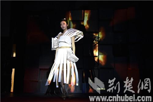 武昌首义学院艺术学子激情视觉盛宴 亮瞎 双眼