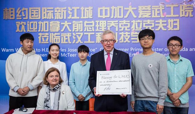 加拿大前总理克拉克访问武汉高校 畅谈中加合作伙伴关系