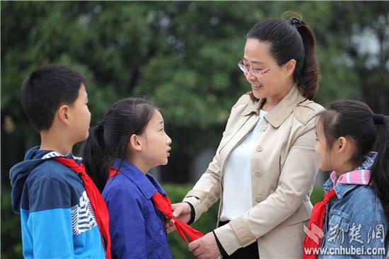 武穴两位名师入选首届湖北省基础教育学科教学