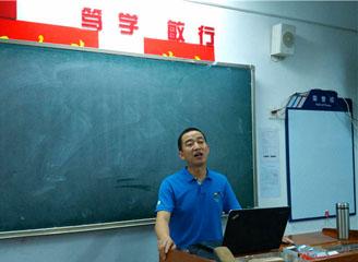 枣阳市副市长周建国给华师一学生上课