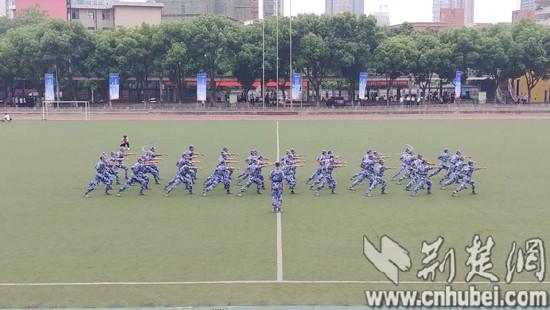 17:现场观摩学校士官班实操训练_tn.jpg